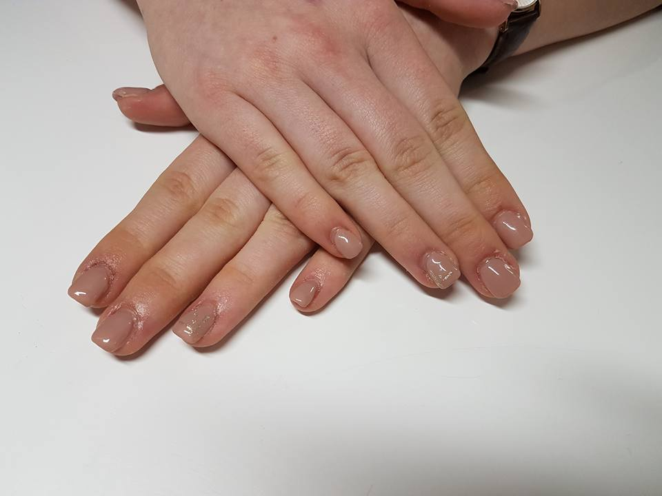 ongles-ronges-marron